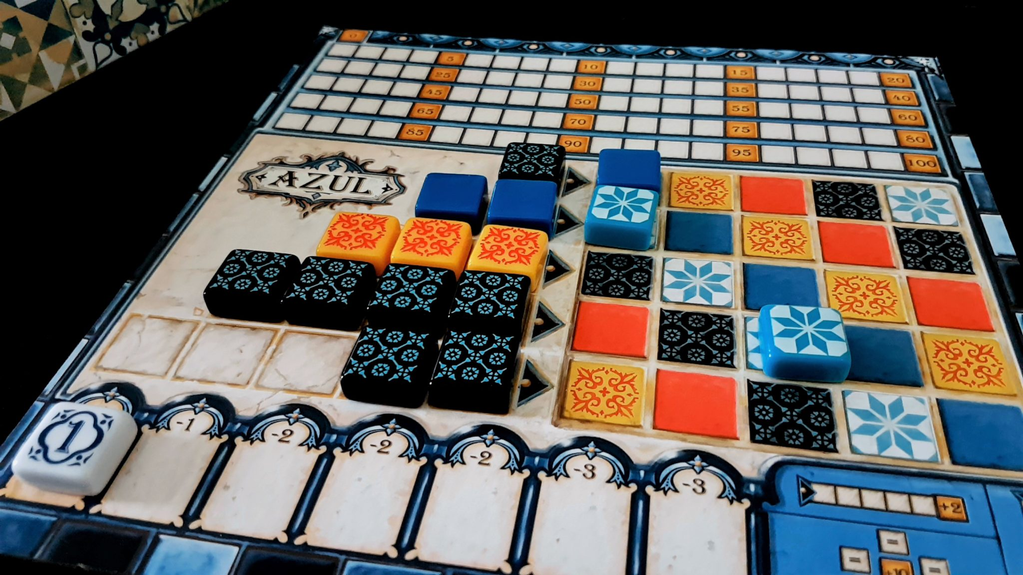 An untidy Azul board